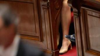 Jambe et chaussures de deputees, femmes